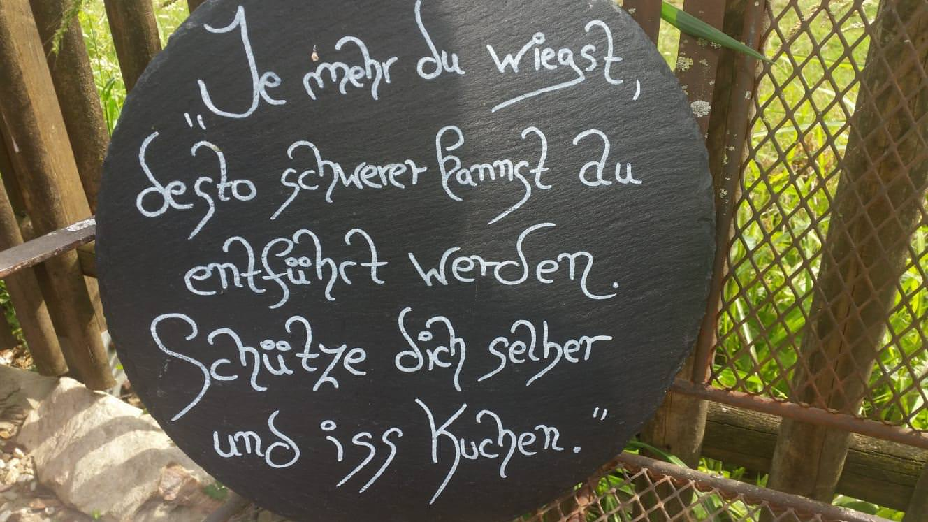 Cafe Martens Goch - Satire